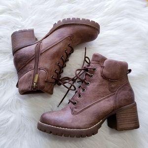 NWT Crown Vintage Calista Combat Boots